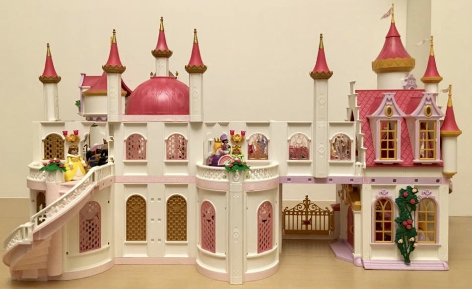 Playmobil custom combining 4250 5142 into large royal for Chateau playmobil 4250
